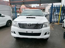 2014 toyota hilux 3.0 d4d 4x4 double cab with a canopy