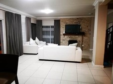 4 bed townhouse in milnerton central